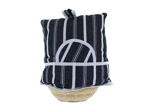 Teacosy with basket: black and white pattern