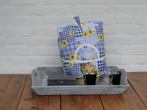 Teacosy with basket: yellow flowers on blue pattern