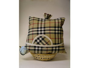 Teacosy with basket: Scottish pattern